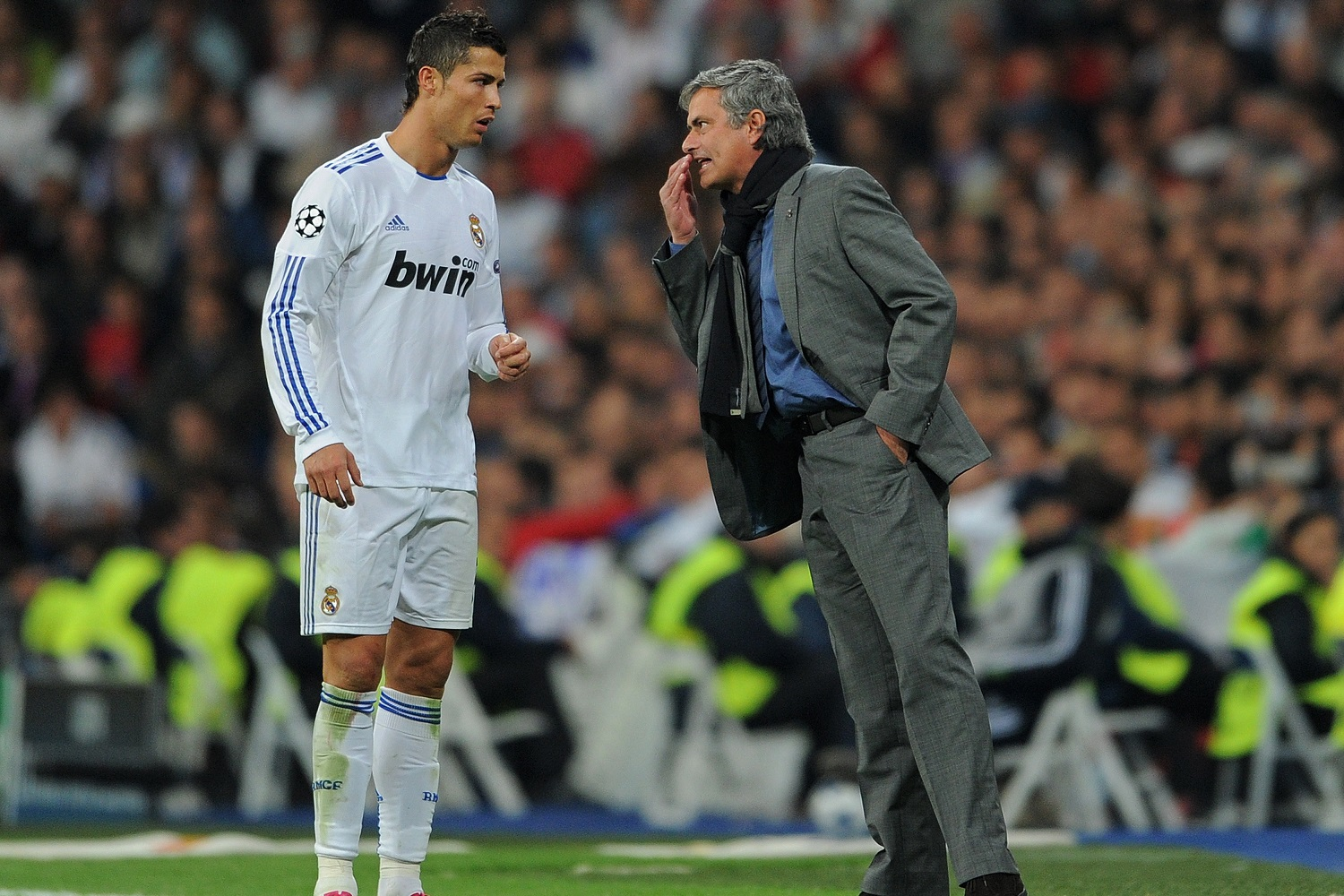 MADRID, SPAIN - OCTOBER 19: Head Coach Jose Mourinho (R) of Real Madrid instructs Cristiano Ronaldo during the UEFA Champions League group G match between Real Madrid and AC Milan at the Estadio Santiago Bernabeu on October 19, 2010 in Madrid, Spain. (Photo by Jasper Juinen/Getty Images)